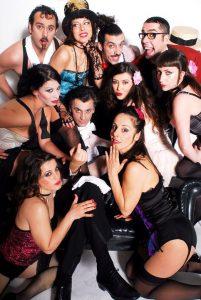 Raffaele De Ritis (al centro), con il cast di Le Crazy Paradis