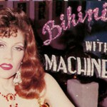 Musica in chiave Burlesque: Bikini Girls With Machine Guns