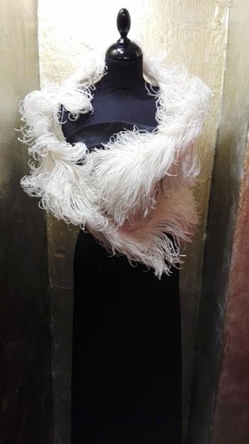 Un boa di piume di struzzo dalla forma particolare risalente agli anni '30