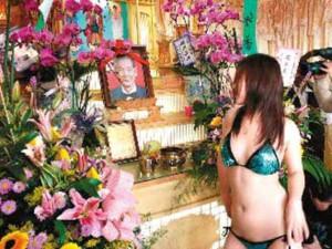 Una funeral stripper di Taiwan