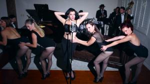 """Ariana Savalas e una coreografia nello stile di Bob Fosse nel video della versione dei Postmodern Jukebox di """"Single Ladies"""""""