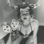La burlesque performer Bubbles Darlene, conosciuta anche come Vikinia, negli anni '50