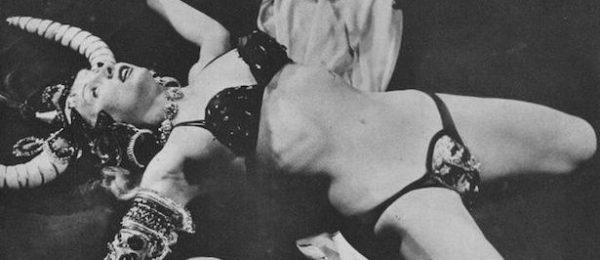 La burlesque performer Bubbles Darlene, conosciuta anche come Vikinia, negli anni '50.