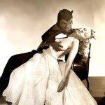 """Diane de Lys in una foto promozionale del suo numero """"The Devil and the Virgin"""" (1953)"""