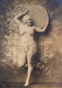 Burlesque performer Carrie Finnel