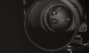 Dita von Teese nel cortometraggio Blooming Dahlia