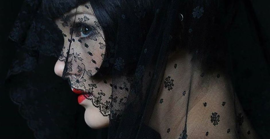Anna Volpi: l'obiettivo femminile del burlesque
